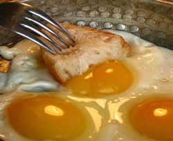 tavada-yumurta-yemek