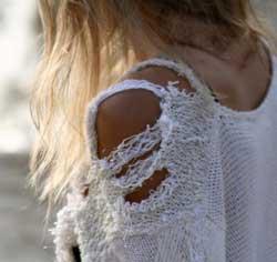 yirtik-elbise